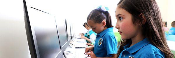 Karmont School - Salón de Computo