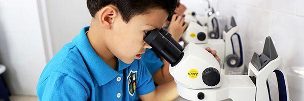 Karmont School - Salón de Química